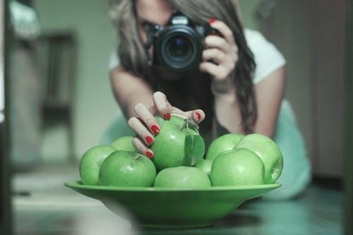 cogiendo la manzana